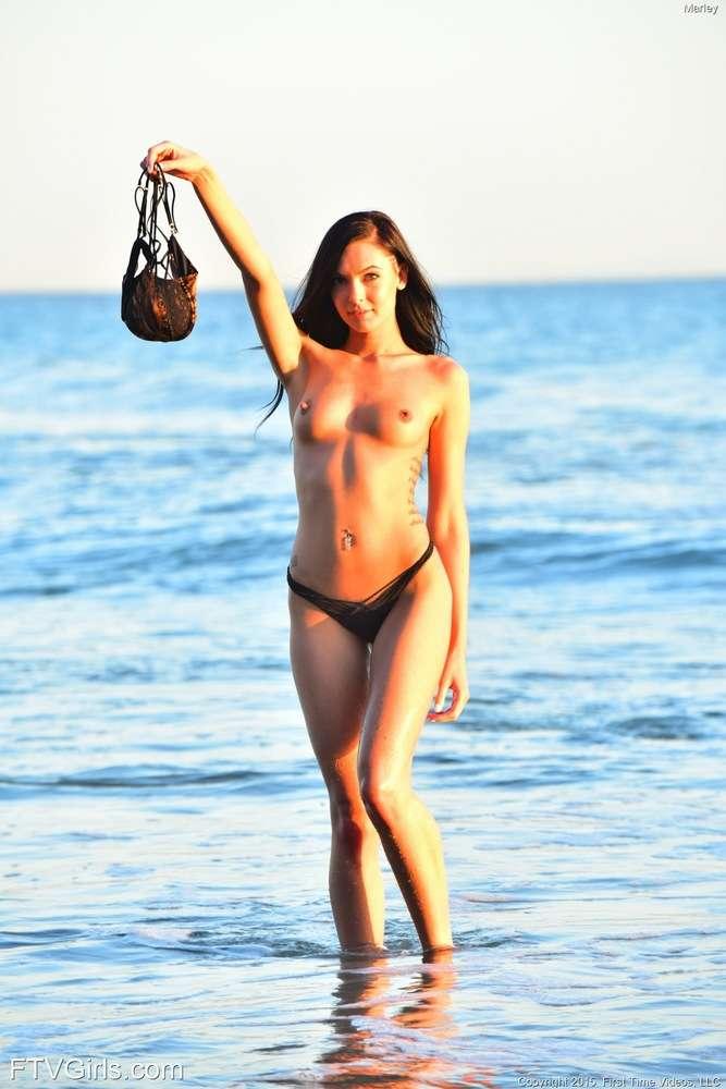 Tias buenas de playa en bikini: nos gusta el veranito