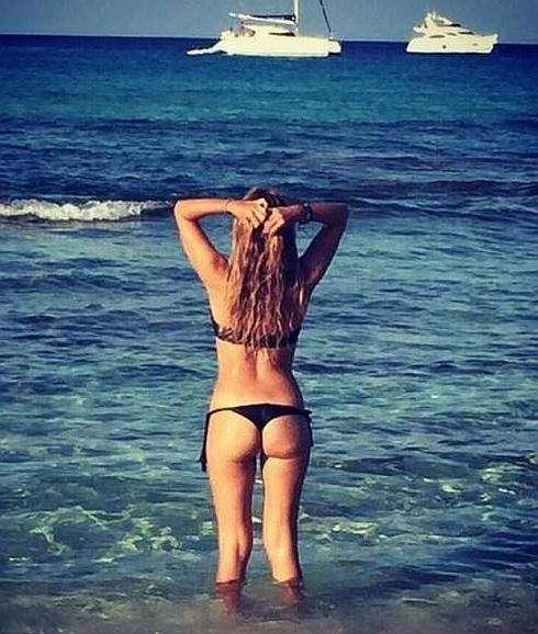 La sexy Berta Collado espectacular en bikini en Formentera