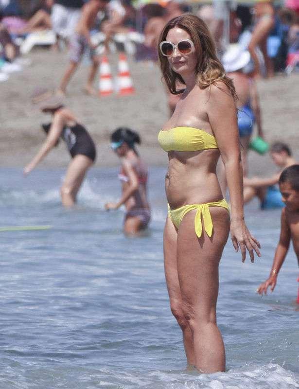 La madura española Olvido Hormigos en bikini en Marbella