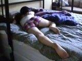 Mi hermana se ha quedado dormida, joder que culo