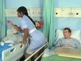 Joder con la enfermera negra, nos tiene a todos empalmados