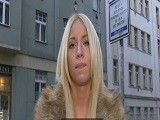Rubia amateur follada por dinero en un almacén abandonado