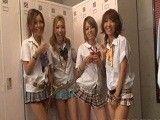 Cuatro colegialas viciosas y una polla en los vestuarios