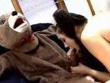 Sasha Grey se acaba follando a su osito de peluche