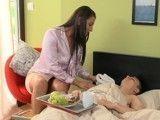 Nada como una madre para cuidar el hijo enfermo