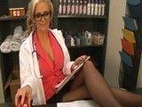 La cachonda doctora Phoenix Marie tiene un morbo terrible