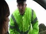 A esta preciosidad le flipan los policías con uniforme!
