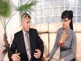 La secretaria de la entrevista de trabajo está muy buena