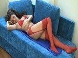 Que bien te queda ese conjunto de lencería rojo, hermanita...