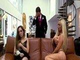 Pilló a su madrastra y a su novia guarreando en el sofá