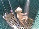Cámara oculta en las duchas femeninas de un camping