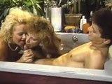 Porno Vintage: espectacular trio a pelo en un jacuzzi
