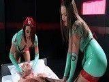 Dos preciosas enfermeras dispuestas a todo