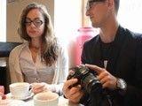 Veinteañera con gafas se deja follar por el fotógrafo