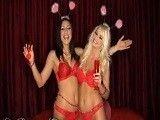 Dos preciosas conejitas disfrutando de sus cuerpazos sexys