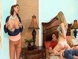 Se pone muy cachonda viendo follar a su hija con el novio