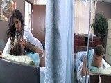 La doctora no se corta un pelo y se folla a sus pacientes