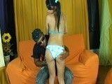 La primera vez que le rompen el culo a la jovencita brasileña