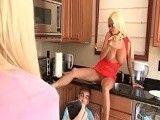 Llegó y se encuentró a su novio comiéndoselo a su madre