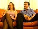 Cornudo francés ofrece a su mujer para que la follen en trio