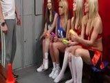Todas las animadoras se quieren follar el entrenador de fútbol