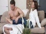 Los masajes en los pies siempre la ponen cachonda...