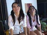 Asa Akira y Rebeca Linares follando vestidas de colegialas