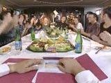 Cena familiar acaba con todos borrachos y follando sin parar