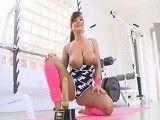 Lisa Ann sabe bien como mantener ese cuerpo en forma