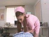 Esta enfermera japonesa se toma muy en serio su trabajo