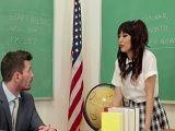 El profesor azota bien fuerte a esta alumna asiática