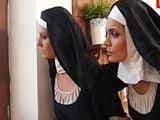 Que mirarán las monjas? el caso es que se están excitando