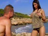 Sandra Milka follando duro en una playa de Barcelona