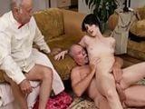 El abuelo y su amigo me dan por el culo y me gusta !!