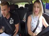 La española Yuno Love se esta sacando el carnet de conducir
