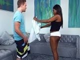 La negra Yara Skye empieza a tontear con su entrenador