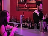 El camarero emborracha a la clienta, no sabe nada..