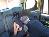 Follando en la parte de atrás del taxi, eso es ser viciosa..