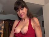 El video erótico de mamá donde acaba enseñando las tetas