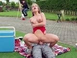 Follando en mitad del parque con un mimo, menudo rabo!