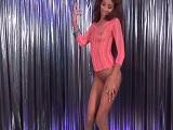 La stripper no puede, pero  la acaba chupando a su cliente