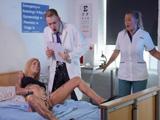 La ingresan en el hospital por un ataque de ninfomanía XXX
