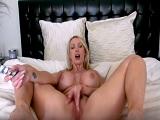 Nikki Benz, abierta de piernas en su webcam, uuuf que gusto