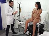 Cámara oculta en la consulta del ginecólogo, que fuerte