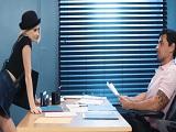 La rubia se pone a zorrear con quien será su próximo jefe!
