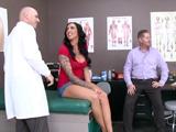 Acompaño a mi mujer a ginecólogo, no me gusta lo que veo