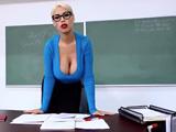 Menudas tetas tiene la profesora, los alumnos alucinan .. !!