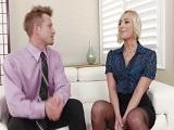 La entrevista con la rubia terminará muy bien, ya verás..