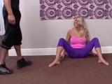 Verla hacer yoga me pone la polla dura de cojones, que tía !!