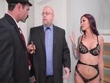 El prestamista se va follando a las mujeres de otros tíos..